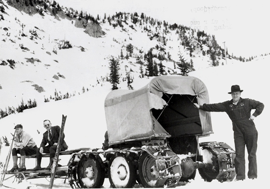 http://www.centralpt.com/customer/image_gallery/303/ImageGallery/1950s/Big/ALTASFIRSTSNOWCATMACHINECIRCAEARLY1950S.JPG